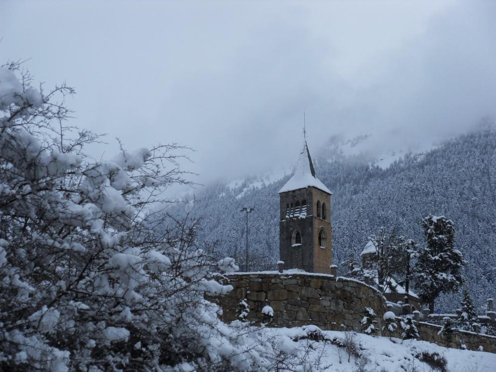 L'église de Vielha sous la neige