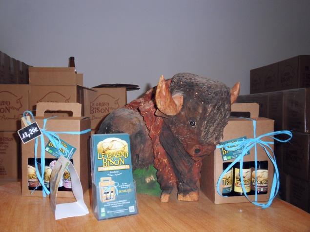 Le bison et les coffrets de bières