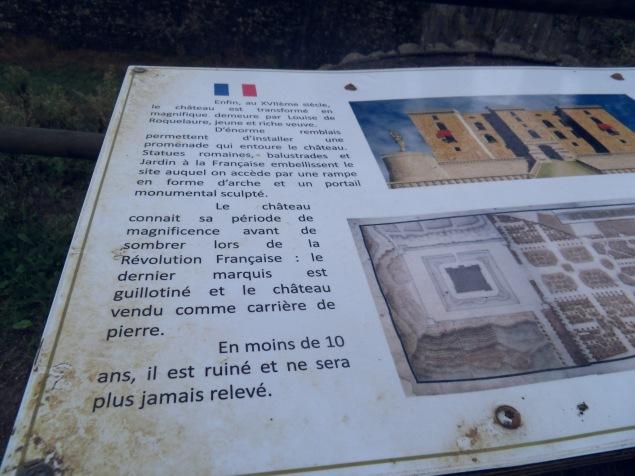 Panneaux informatifs tout autour du château