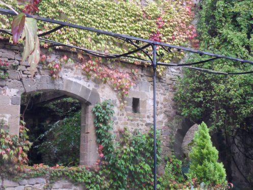 Une partie du cloître de l'ancienne abbaye