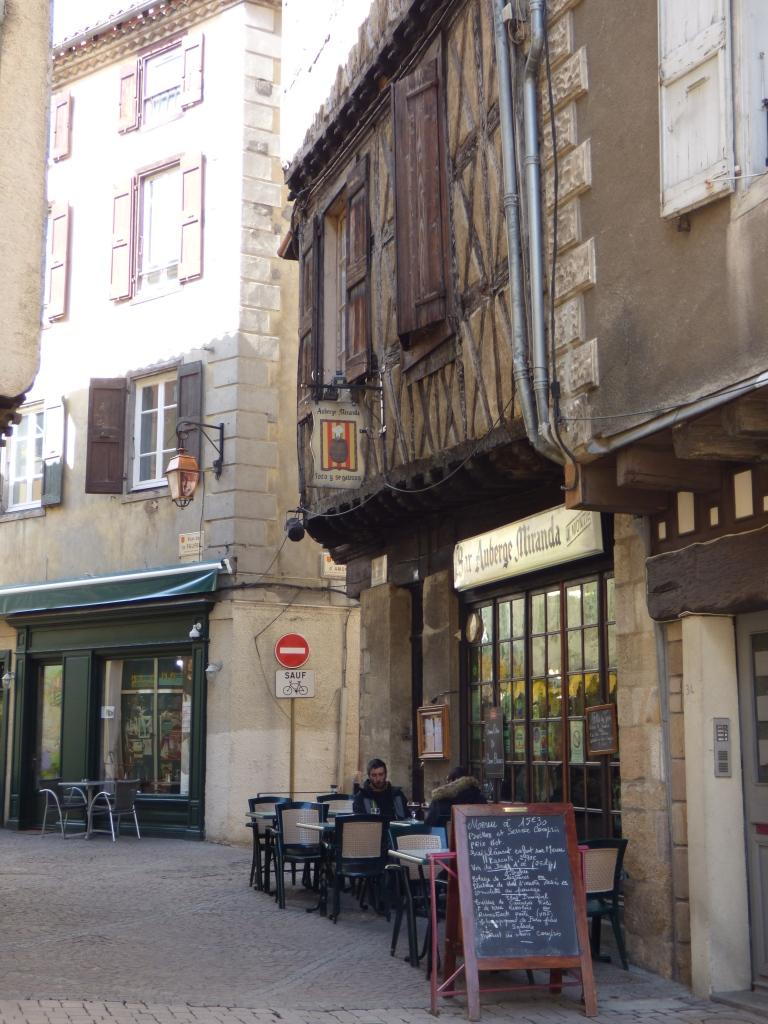 Un petit tour à Foix dans les rues médiévales et une adresse à découvrir : Le Guarana