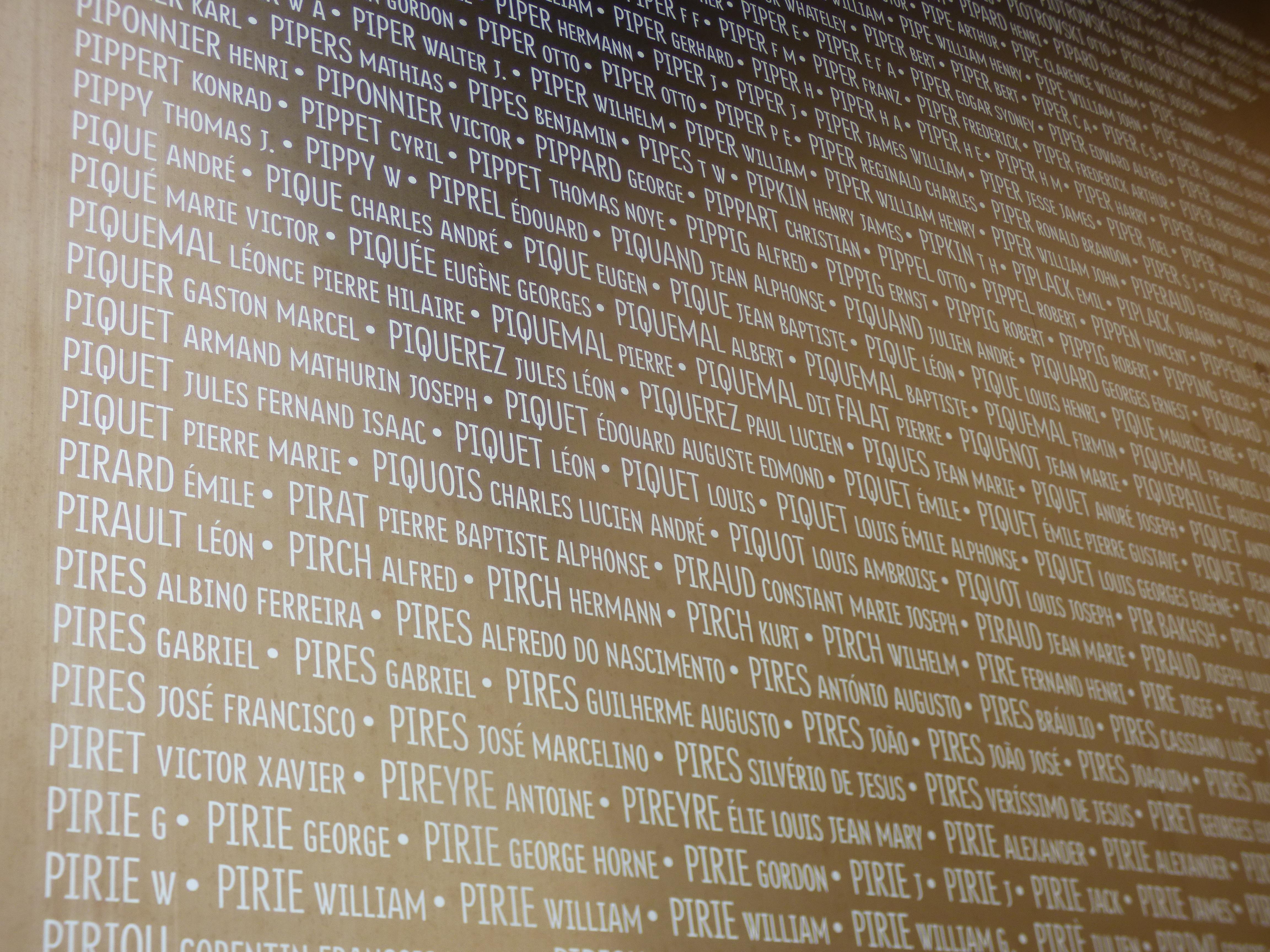 580 000 noms inscrits sur le monument